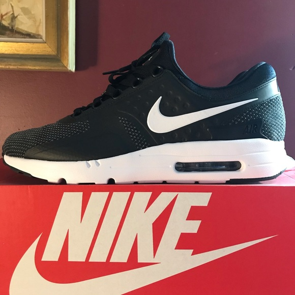 Nike Air max zero essential. New never worn. NWT